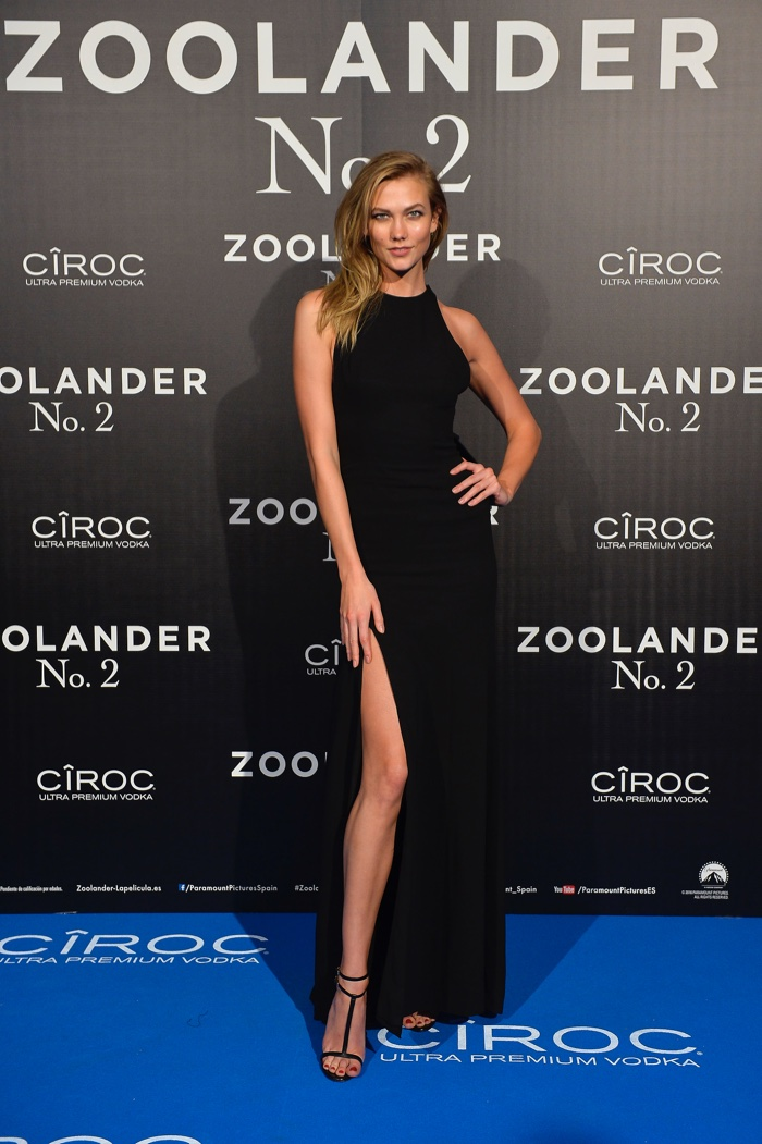 Karlie Kloss attends the Madrid, Spain, premiere of Zoolander 2 wearing a black Carolina Herrera dress. Photo: Carlos Alvarez/Getty Images for Paramount