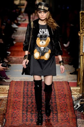 Moschino-2016-Fall-Winter-Runway29