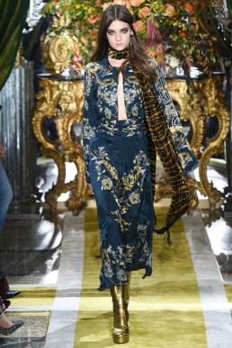 Roberto-Cavalli-2016-Fall-Winter-Runway12
