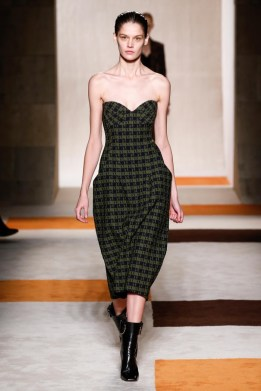 Victoria-Beckham-2016-Fall-Winter-Runway21