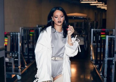 Rihanna-Anti-Tour-2016-Outfits03