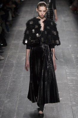 Valentino-2016-Fall-Winter-Runway11