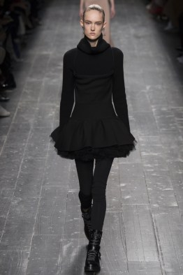 Valentino-2016-Fall-Winter-Runway14