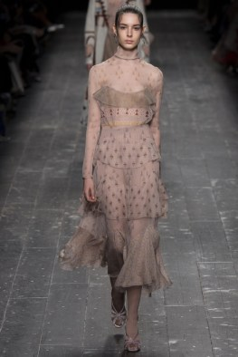 Valentino-2016-Fall-Winter-Runway17