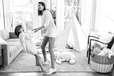 Alessandra-Ambrosio-Michael-Kors-Mothers-Day-2016-Campaign02