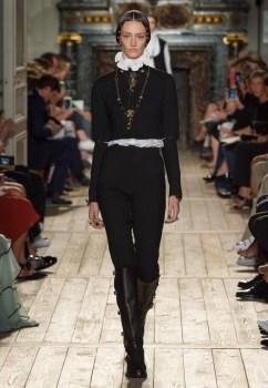 Valentino-Haute-Couture-2016-Fall-Runway-Show01