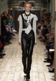 Valentino-Haute-Couture-2016-Fall-Runway-Show16