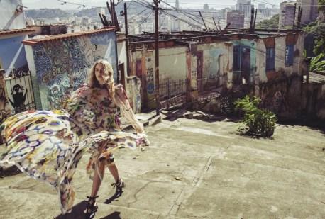 Lily-Donaldson-Beach-Fall-Vogue-Australia-2016-Editorial05