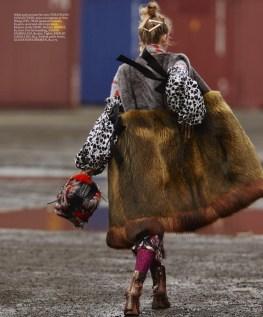 martha-hunt-elle-october-2016-editorial08