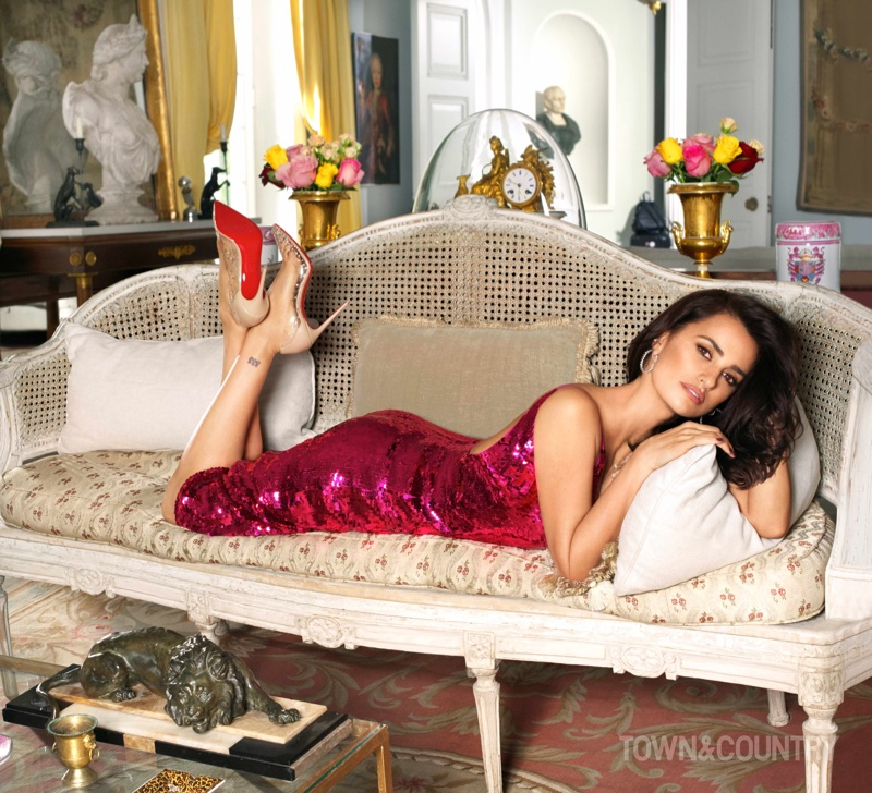 Actress Penelope Cruz poses in Oscar de la Renta sequin dress with Christian Louboutin pumps