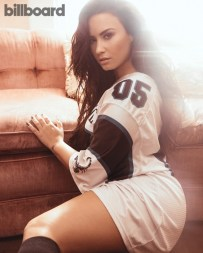 Demi-Lovato-Singer08