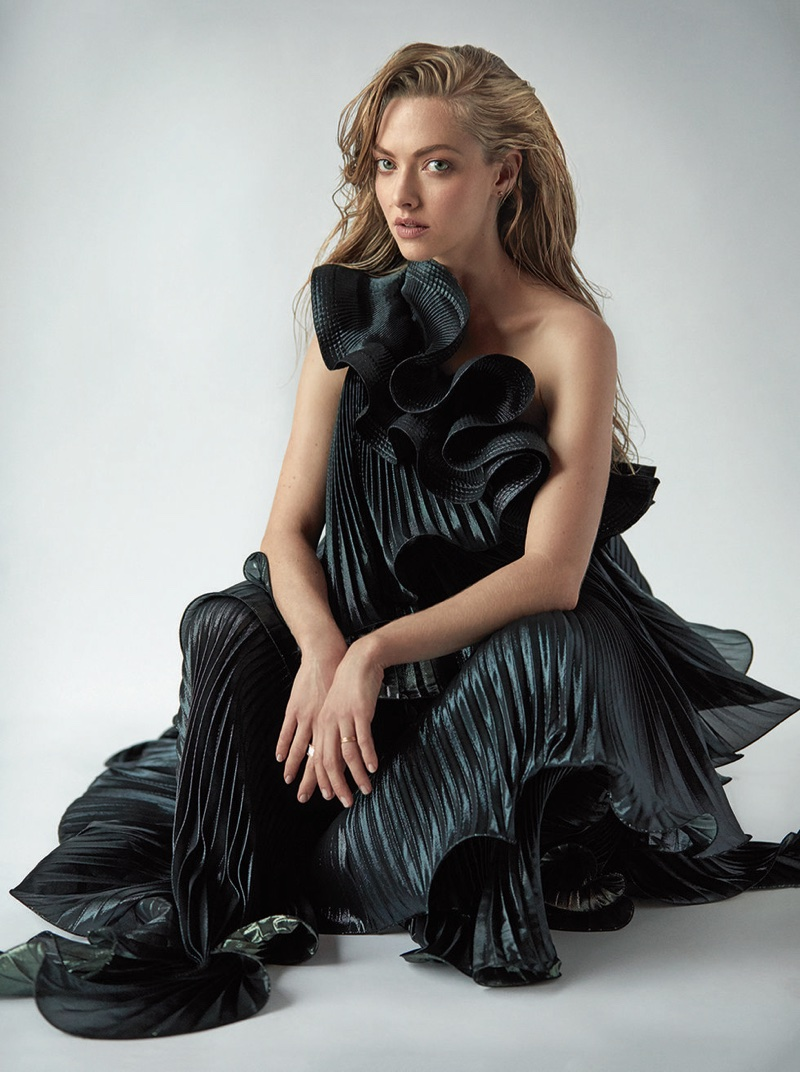 Amanda Seyfried wears Givenchy dress