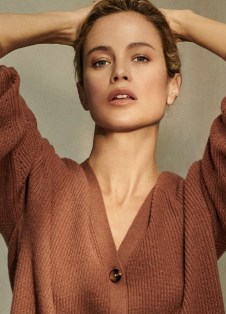 Carolyn-Murphy-NakedCashmere-Spring-2019-Campaign09