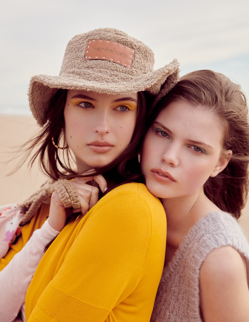 Pia & Nika Embrace Beach Pastels for ELLE Greece