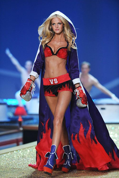 Victoria's Secret Angels Exercise Routines: Erin Heatherton