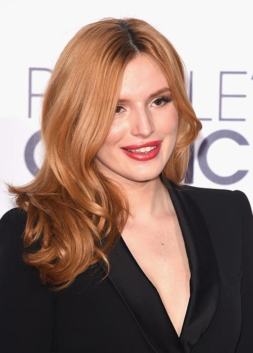 People's Choice Awards 2015 Hairstyles: Bella Thorne Wavy Hair