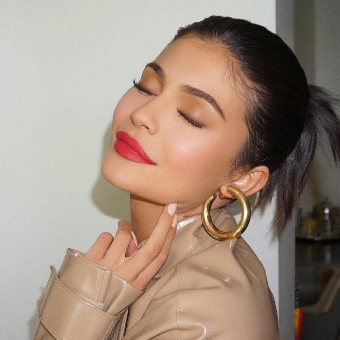 Celebs Are Showing You How To Work A Red Pout In Summer Kylie Jenner