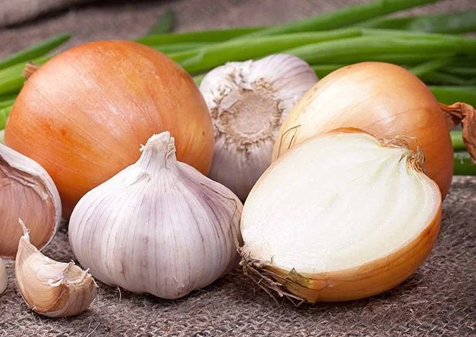14 Best Ways To Use Onion Juice For Hair Problems