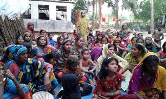 4 Bangladesh.Migration.Courtyard-meetings.4.15.Shahjadi-Zaman-600x360