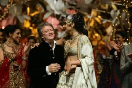 India_Bridal_Fashion_Week_Delhi_2013_-_Sonam_Kapoor_as_the_showstopper_for_Rohit_Bal_s_Collection_1