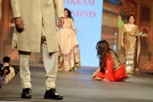 Poonam Dhillon stumble on the Ramp