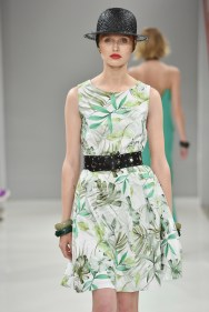 RIANI-Mercedes-Benz-Fashion-Week-Berlin-SS-18-064