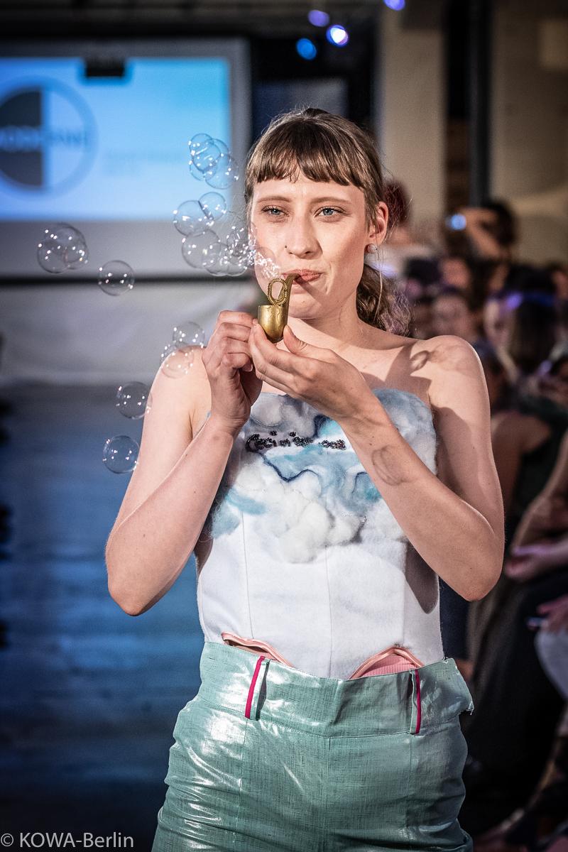 Ajlan Car - Liquid Dream Modeschule Berlin-Abschlussmodenschau 2019
