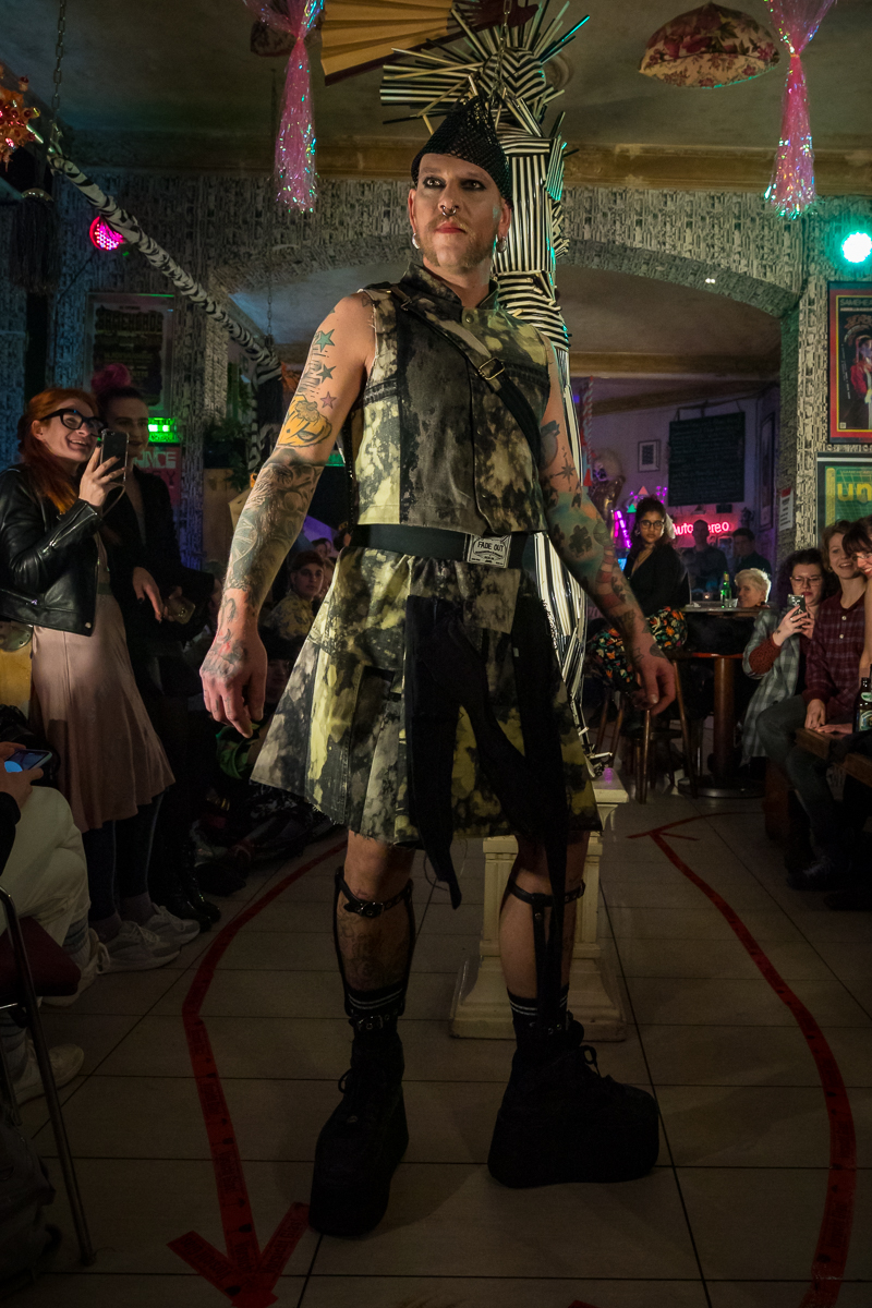 """WALKINGHEADS"" UPCYCLING FASHION SHOW 2020 -FADE OUT LABEL - tHERAPY - SAMEHEADS"