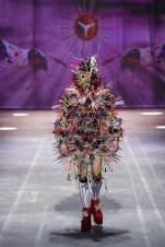 Tom Van Der Borght eröffnet die Mercedes-Benz Fashion Week Berlin Herbst Winter 2021 / 22