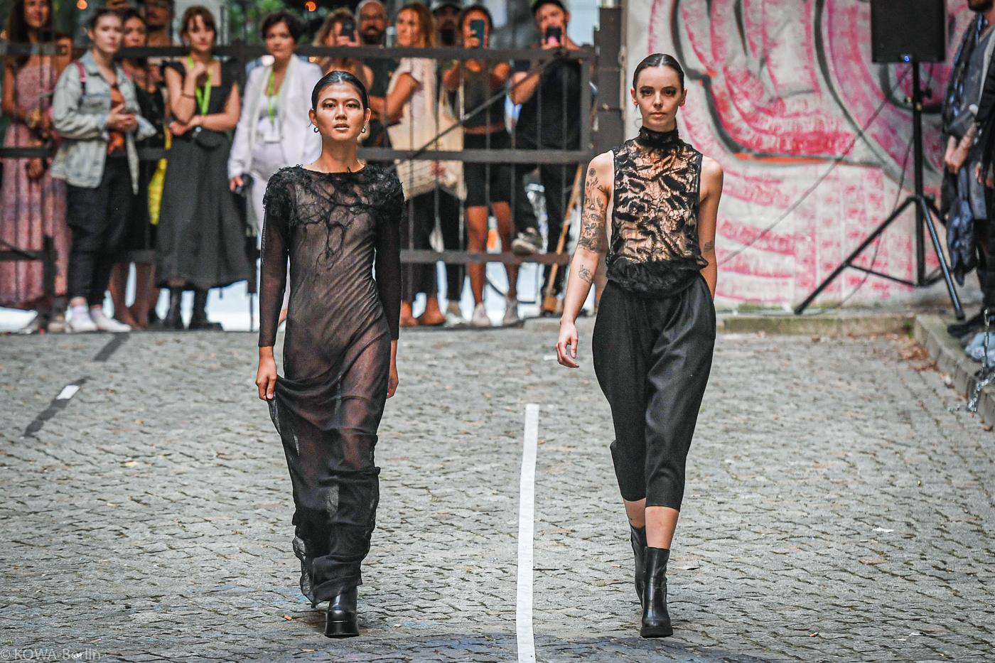 "HTW Berlin 4. Semester ""The uncertain Fashionshow"" - 2021"