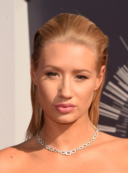 Pink Lips Amp Slicked Back Hair In VMA Red Carpet 2014