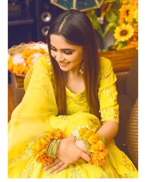 Singer Aima Baig Looking Awesome at her Sister Nadia Baig Mayun Ceremony