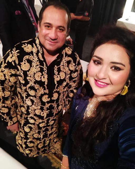 New Beautiful Photos of Singer Sarah Raza Khan with her Mother