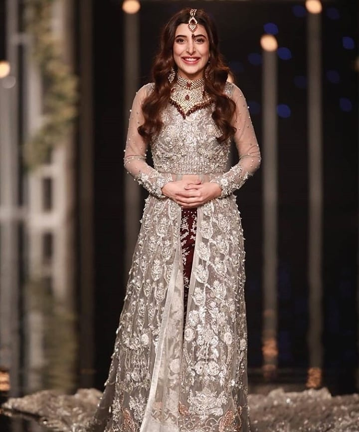 Comments on Recent Photos of Urwa Hocane - Is She Expecting ?