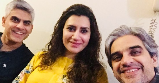 New Awesome Photos of Actor Omair Rana with his Wife and Kids