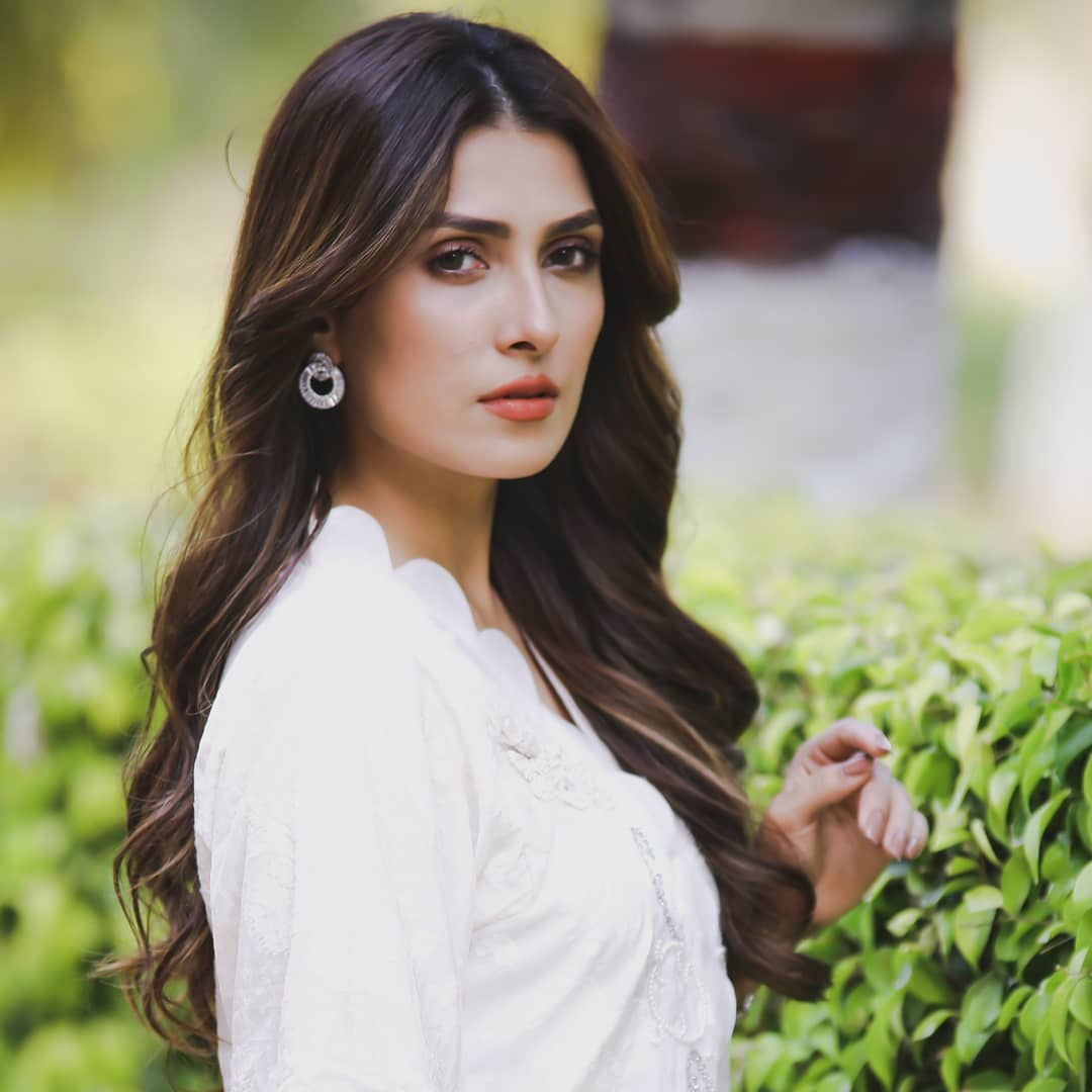 Beautiful Pictures Of Ayeza Khan With Her Daughter Hoorain