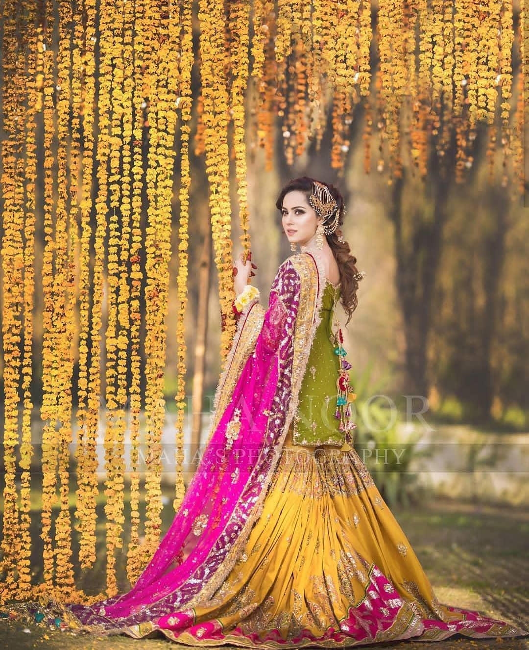 Beautiful Mehndi Photoshoot Of Nimra Khan Pakistani