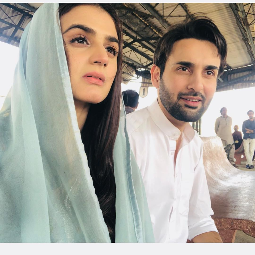 Hira Mani Shared Beautiful Pictures From The Set Of Do Bol