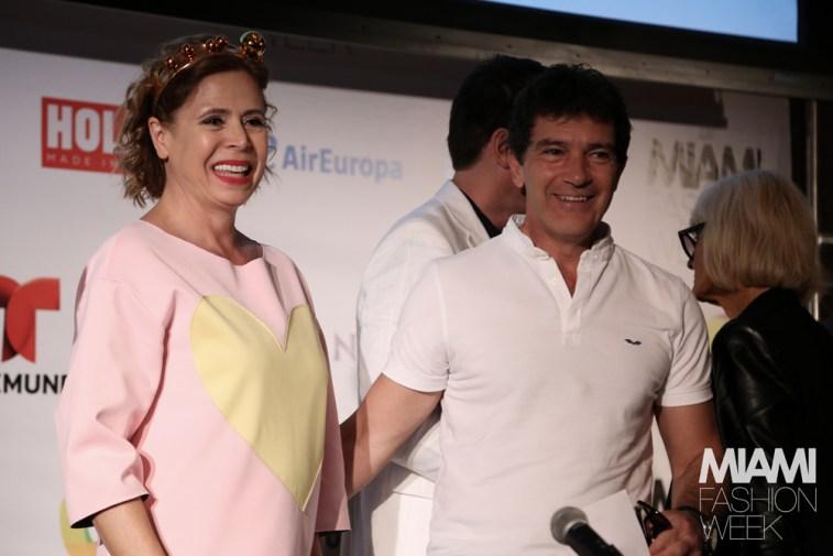 Antonio Banderas junto a Agatha Ruiz de la Prada.