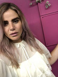 In a website photoshoot for vintage fashion retailer Trendlistr, blogger Pixie Tenenbaum wears a white dress with cape sleeves