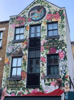 iPhone XS Camera Trial: The famous Romeo & Juliet House in Shoreditch, London, emblazoned with painted vines and quotes from the Shakespeare story as well as the painted figures of Romeo and Juliet themselves.