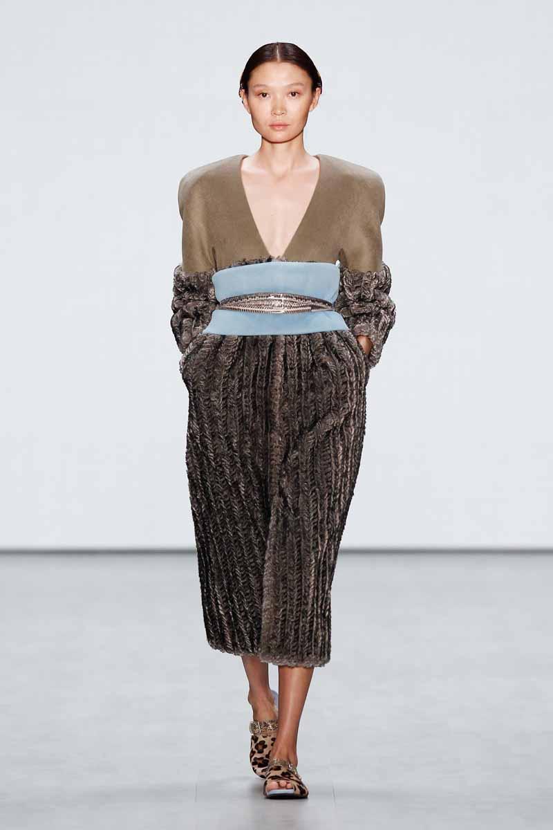 Roshi Porkar presented by Mercedes-Benz and ELLE Show - Mercedes-Benz Fashion Week Spring/Summer 2015