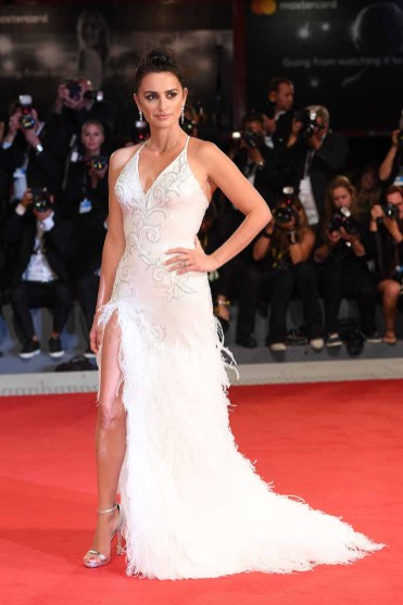 VENICE, ITALY - SEPTEMBER 06: Penelope Cruz walks the red carpet ahead of the 'Loving Pablo' screening during the 74th Venice Film Festival at Sala Grande on September 6, 2017 in Venice, Italy. (Photo by Venturelli/WireImage)