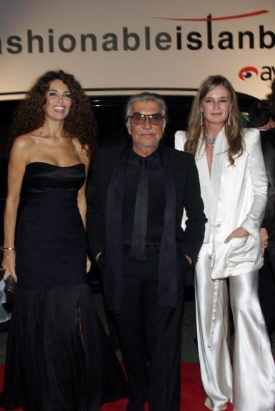 Roberto Cavalli (center) with wife Eva (left)