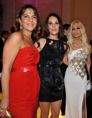 Carolina Ferraz (C), Fernanda Rossi (L) and Donatella Versace