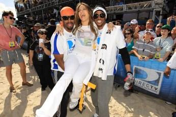 Jennifer Lopez (center) with Shawn Wayans and Marlon Wayans