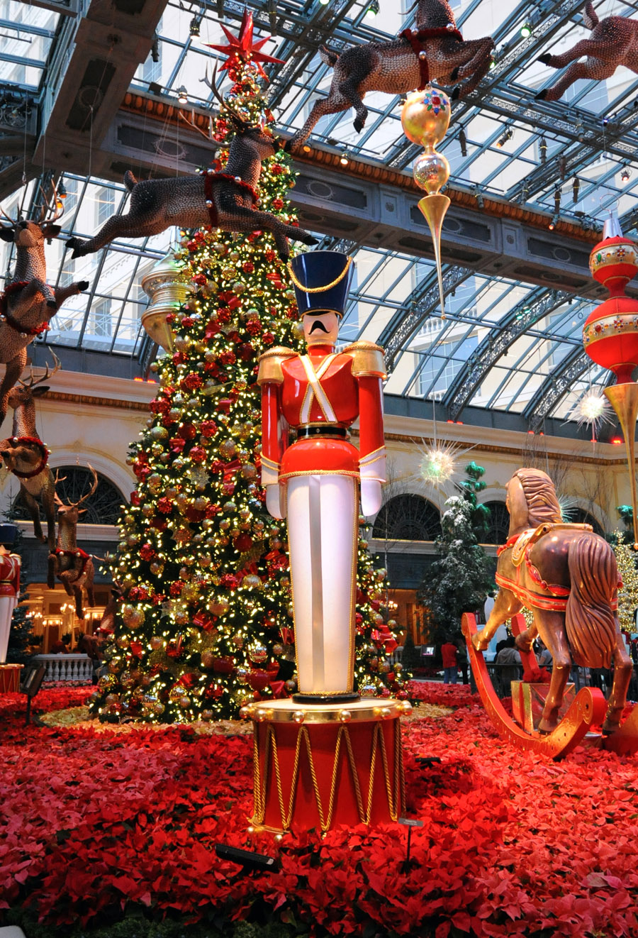 Christmas Displays In Las Vegas Bellagio S Winter