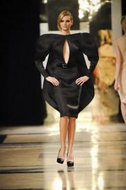 Black gazard Disk-shaped dress.