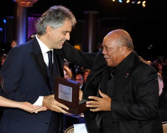Andrea Bocelli Presenting Award to Quincy Jones