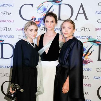 ACCESSORIES WINNERS - THE ROW by MARY - KATE OLSEN & ASHLEY OLSEN WITH PRESENTER KERI RUSSELL(Center)